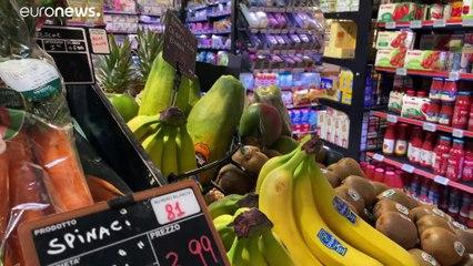 Arte al supermercato: cinque artisti tra scatole e ortaggi