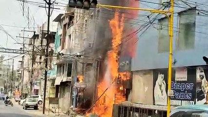 कोठारी मार्केट में मोबाइल दुकान में लगी आग