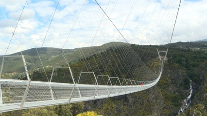 Voici le pont suspendu pour piétons le plus long du monde