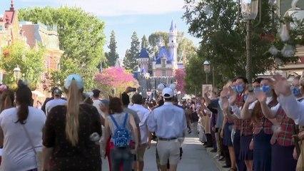 Disneyland riapre i cancelli dopo uno stop di 13 mesi