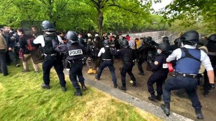 """Tensions entre """"teufeurs"""" et policiers lors d'une fête sauvage parc de Bercy à Paris"""