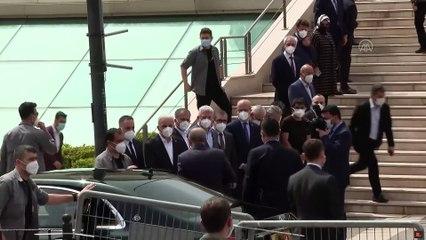Erdoğan'ın katıldığı cenaze töreninde kısıtlamaya aykırı görüntüler