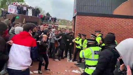 Manchester United: protesta contro la società, gara col Liverpool rinviata
