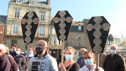 Inquiets pour leur avenir, des pêcheurs bretons manifestent contre la construction d'un parc éolien en mer