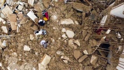 شاهد: قتلى وجرحى في اليمن جراء أمطار وفيضانات دمرت مبان وشردت آلاف العائلات