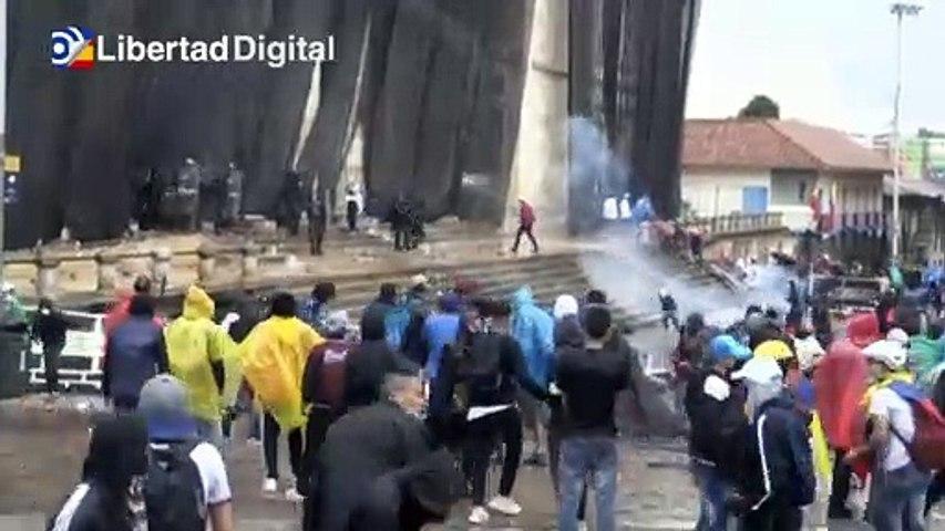 Continúan las protestas y los enfrentamientos con la Policía en Bogotá, Colombia