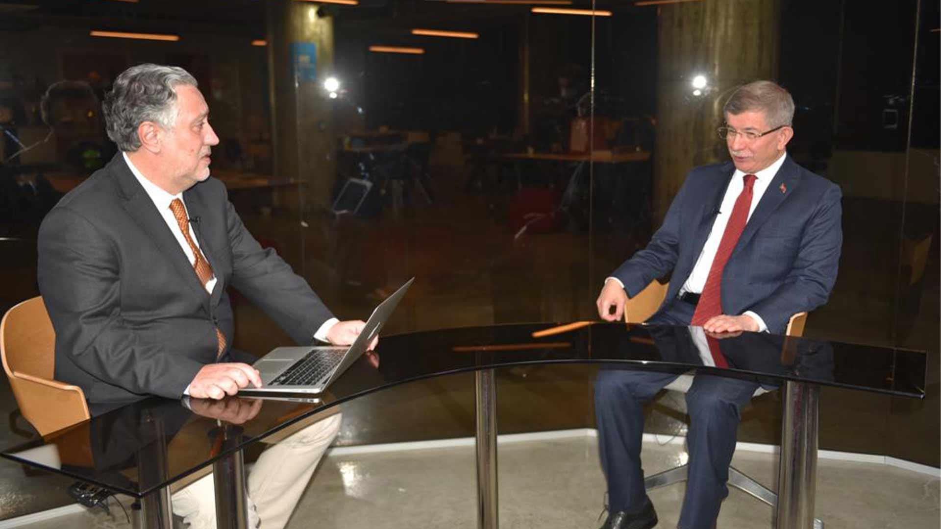 Davutoğlu: Sedat Peker'e devlet adına koruma veren siz değil miydiniz; bu iktidar bitiyor, seçim olmazsa yıldırım düşer!