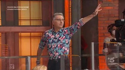 """✅  Paolo Bonolis lascia lo studio di Avanti un altro: """"Ho sbagliato e me ne vado"""" Nella puntata di q"""