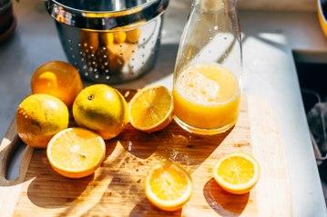 Por qué es beneficioso tomar cada mañana jugo de naranja.
