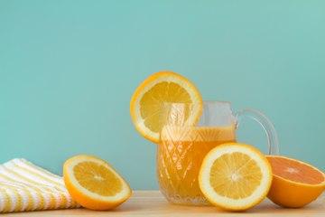 Verificado Beneficios de beber jugo de naranja por las mañanas.