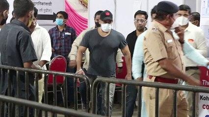Salman Khan ने भी लगवाई Corona वैक्सीन, भीड़ से बचने के लिए किया ये |FilmiBeat
