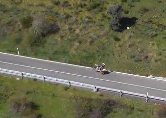 VÍDEO: Hace un caballito con una moto, le caza un dron de la DGT y le para la Guardia Civil