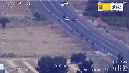 VÍDEO: dos conductores se pican a alta velocidad y llegan a invadir el carril contrario durante muchos metros