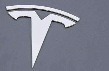 Tesla to monitor driver awareness with new software update