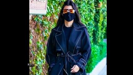 Kourtney Kardashian & Travis Barker Hold Hands While Out to Lunch in Malibu