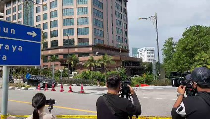 Anwar arrives at Istana Negara