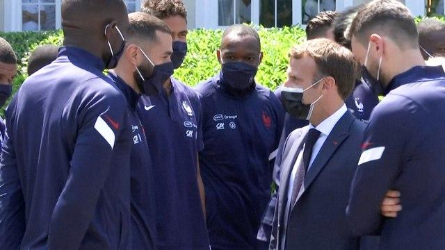 A la veille de l'Euro, Emmanuel Macron rend visite aux Bleus pour les encourager