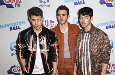 Joe Jonas : la séparation des Jonas Brothers l'a laissé sans voix