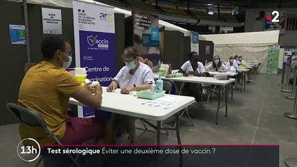 Coronavirus - A Lyon, des tests sérologiques sont proposés avant une première injection de vaccin - Cela permet de savoir si la personne à vacciner a besoin d'une ou deux doses - VIDEO