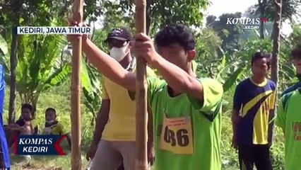 Perlombaan Egrang Kenalkan Anak Dengan Permainan Tradisional