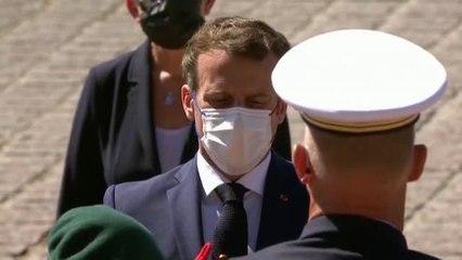 Macron condecora al último veterano del Desembarco de Normandía