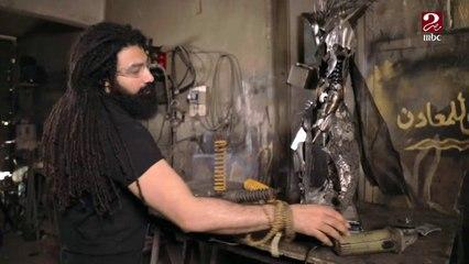 عبد الرحمن عوف فنان يبدع في تحويل الخردة إلى أعمال ومجسمات فنية