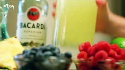 Make These Mason Jar Drinks For July 4th and Save Some Much Needed Time!