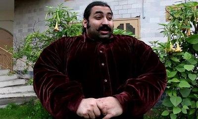 """""""خان بابا"""" باكستاني يبحث عن شريكة لحياته وزنها أكثر من 102 كيلوغرامات"""