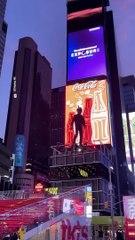 ¿Un hombre volador?  Estas cosas solo suceden en NYC.