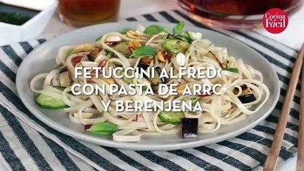 Fettucini Alfredo con pasta de arroz y berenjena