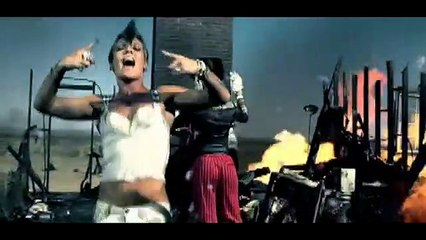 P!Nk - Funhouse (Official Video)