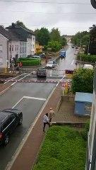 Un train détruit une voiture bloquée sur un passage à niveau (Luxembourg)