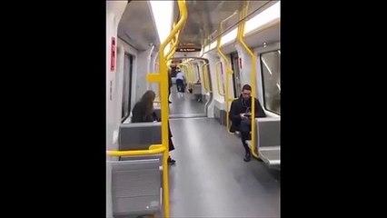 Ce passager a eu la mauvaise idée de faire du vélo dans le métro