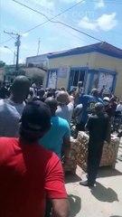 """Cubanos salen a protestar a las calles en San Antonio de los Baños: """"Abajo el comunismo"""""""