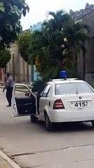 Policías disparan contra el pueblo de Cuba