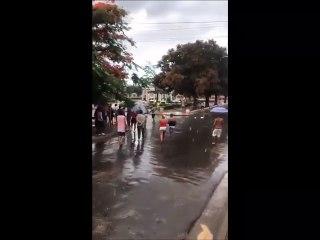 Represores golpean y detienen a cubanos en protestas