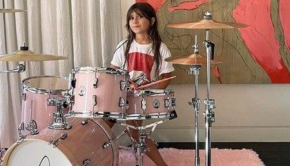 Travis Barker le regala a la hija de Kourtney Kardashian una batería para su cumpleaños