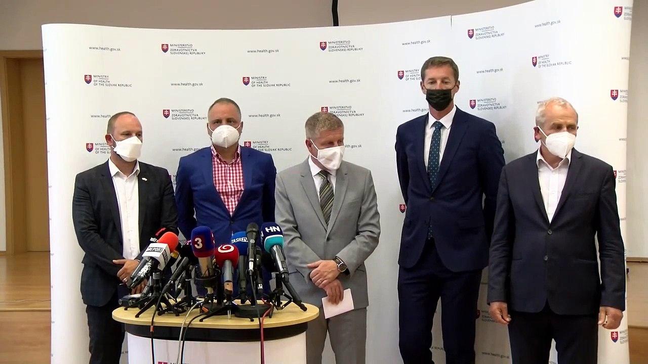 Minister V. Lengvarský a predseda SK 8 J. Viskupič  po stretnutí so zástupcami samosprávnych krajov