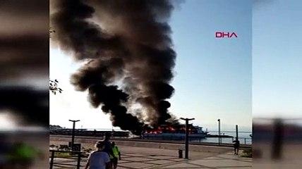 Altınoluk'ta tur teknesi yandı
