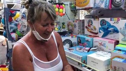 Chris, vendeuse à l'Eden Beach Store de Juan Les Pins présente à France Bleu Azur le jeu POPIT