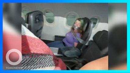 Penumpang Pesawat Diikat dengan Lakban Setelah Mencoba Buka Pintu Selama Penerbangan - TomoNews