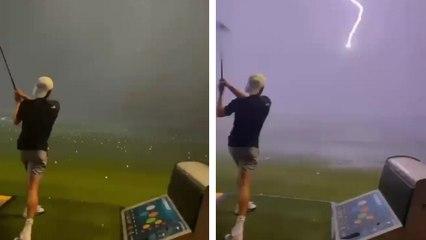 Une balle de golf foudroyée dans les airs