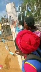 Au lycée de ourossogui les élèves jettent leurs blouses et leurs cahiers dans l'eau
