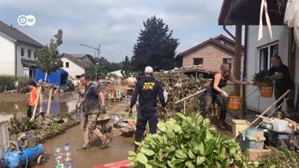 После наводнения в Германии: как волонтеры и жители пытаются спасти имущество и дома (19.07.2021)