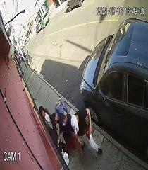 Cómo está la madre agredida frente a su hijo