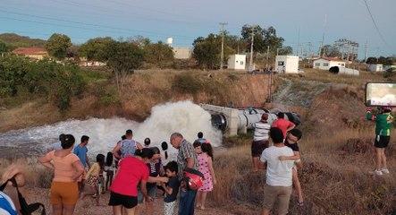 Engenheiro detalha o que provocou vazamento que segue desperdiçando água do açude de São Gonçalo