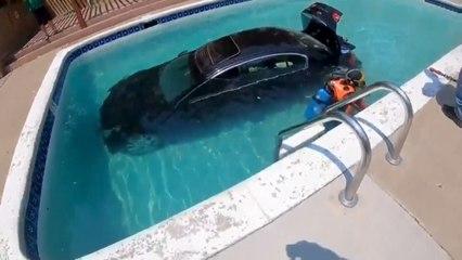 Un jeune conducteur atterrit dans une piscine avec sa voiture