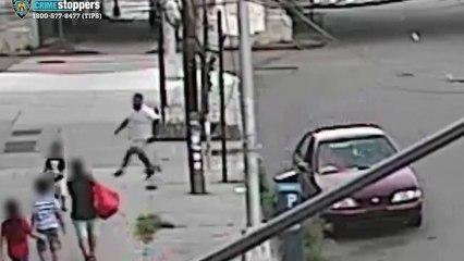Cette maman réussit à éviter de justesse le kidnapping de son enfant de 5 ans dans la rue !