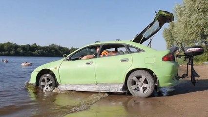Hombre convierte Mazda en vehículo anfibio
