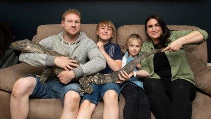 Cette famille britannique vit avec un énorme lézard